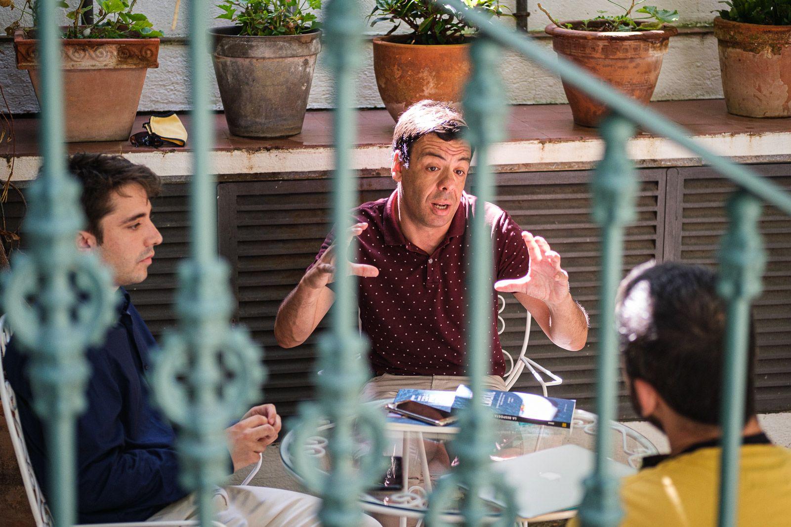 Jiménez-Mausbach i Herrera creuen que el comerç fa que la gent s'entengui (JORDI BORRÀS)