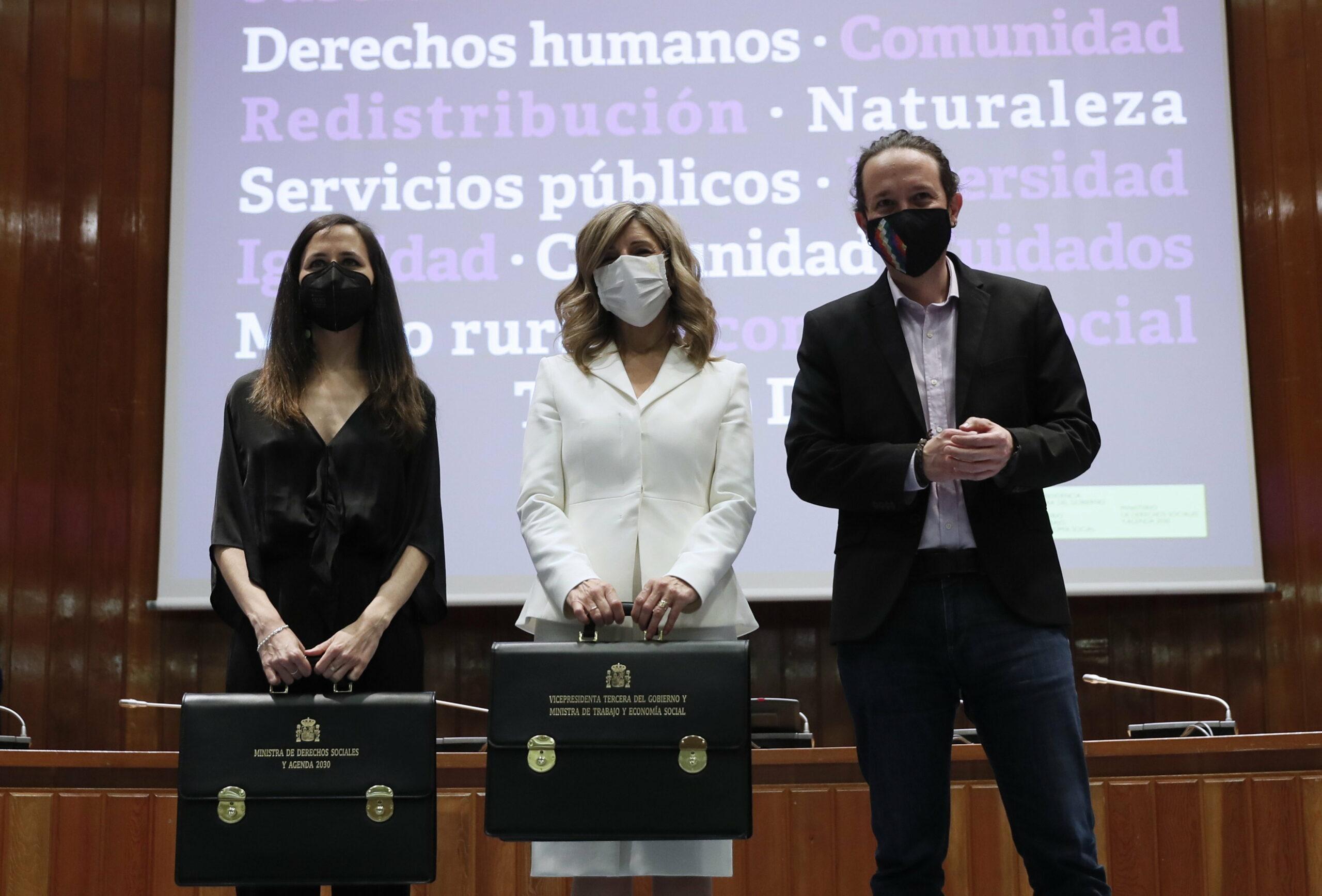 L'exvicepresident Pablo Iglesias amb la vicepresidenta tercera, Yolanda Díaz, i la ministra de Drets Socials, Ione Belarra | ACN