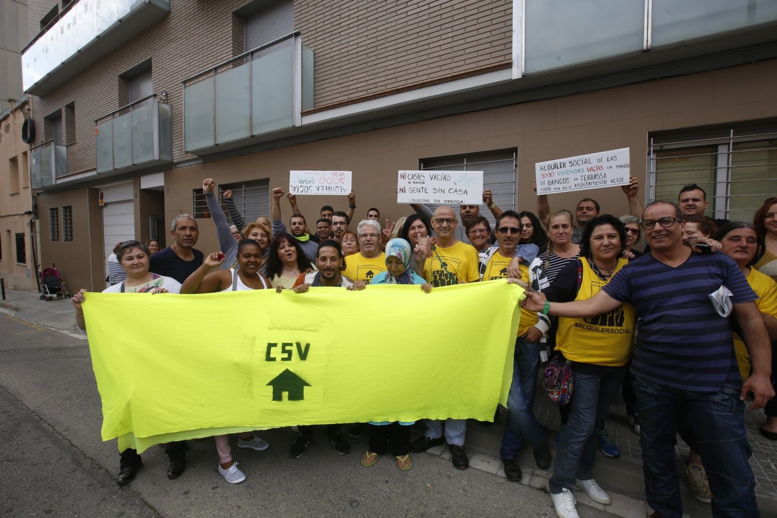 Celebració del Colectivo Sin Vivienda de l'aturada del desnonament