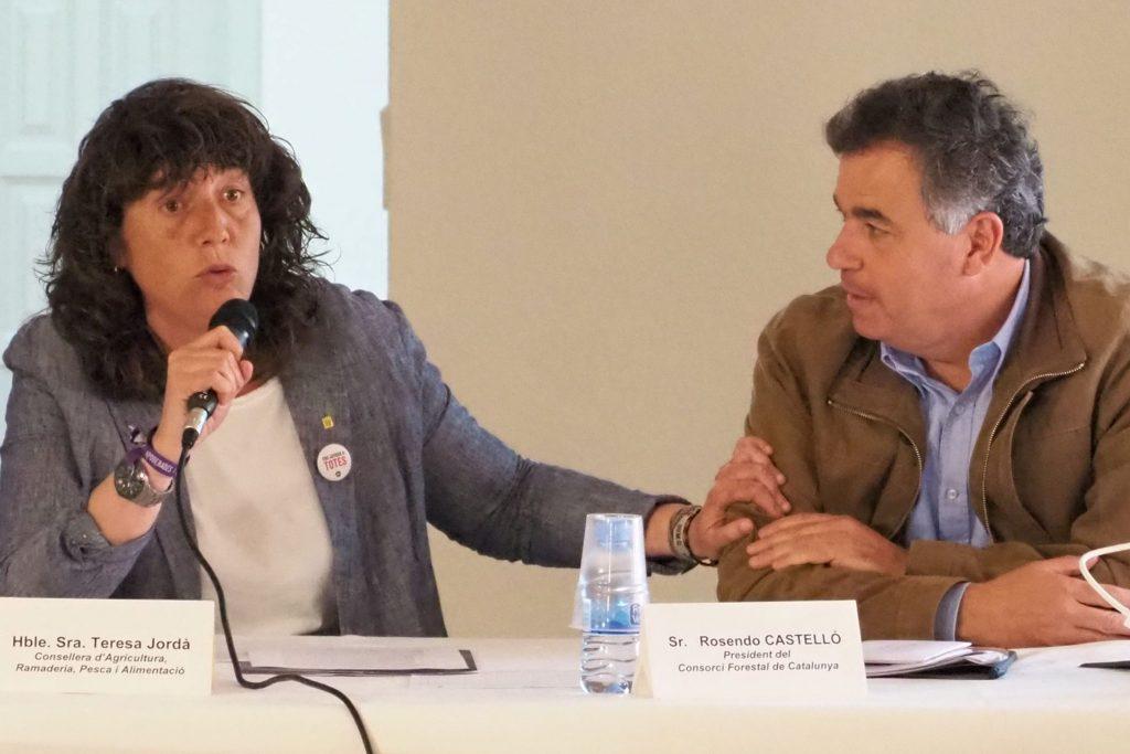 La consellera Teresa Jordà i el president del Consorci Forestal de Catalunya, Rosendo Castelló, en una imatge d'arxiu | ACN